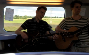 Omashay playing in a TGV